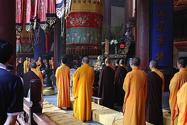 Buddha-Weekly-Chinese_Buddhist_Monks_Ceremony_Hangzhou-Buddhism.jpg